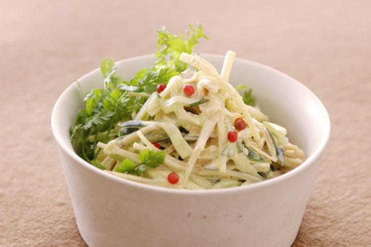 野菜とチキンのごまマヨカレーサラダ
