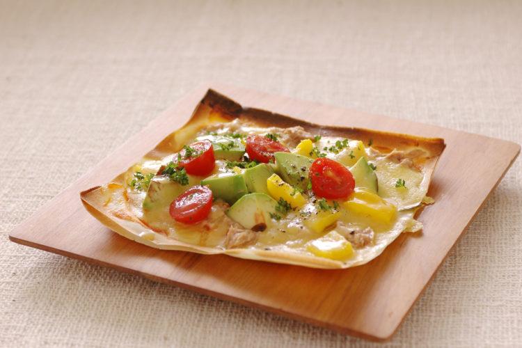 アボカドとパプリカ・トマトの純正ピッツァ