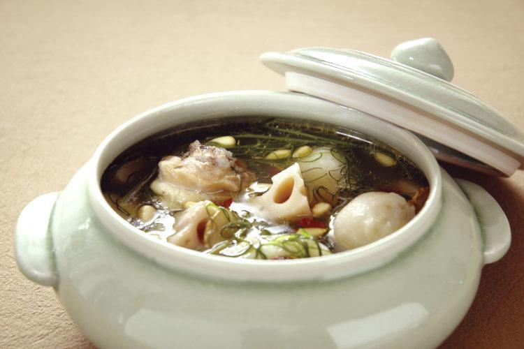 根菜の薬膳風スープ