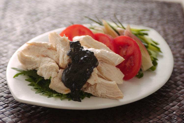 たっぷり野菜の黒ごまバンバンジー