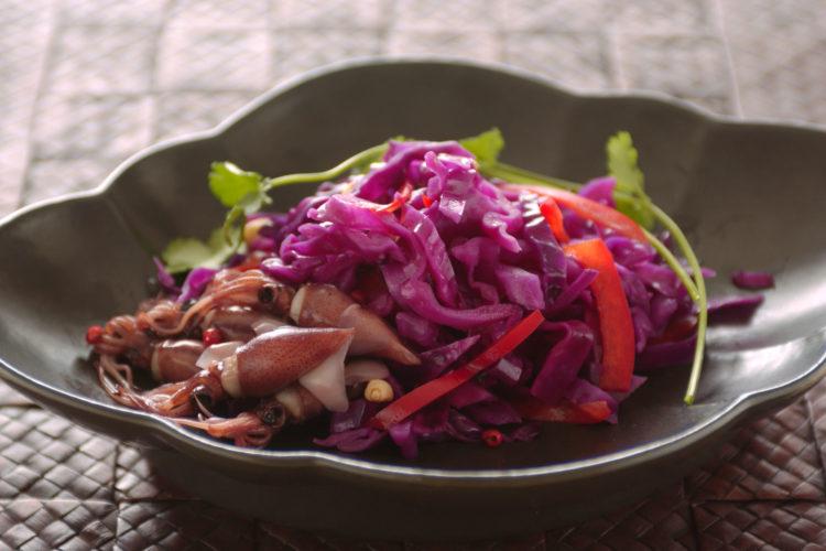 紫キャベツとほたるいかのエスニックサラダ