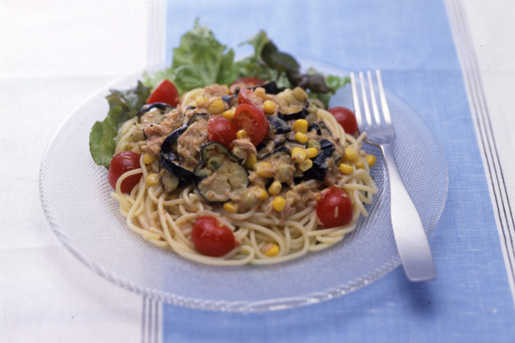サラダ仕立ての夏野菜のひんやりパスタ