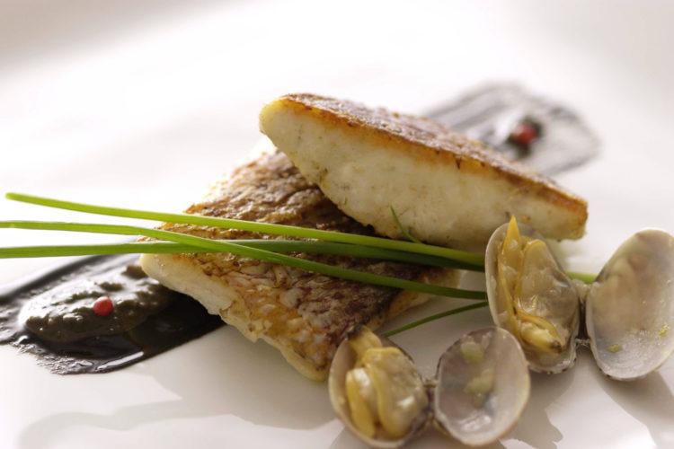白身魚のポワレごまソース