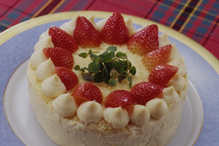 簡単セサミクリームのデコレーションケーキ