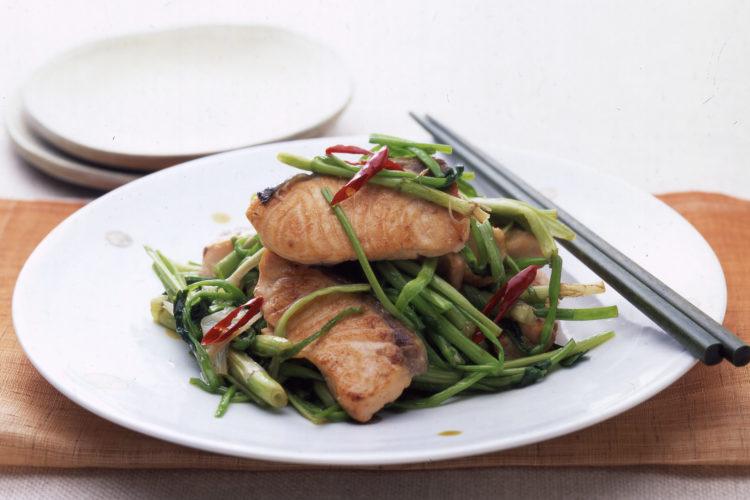 鮭とせりの唐辛子炒め