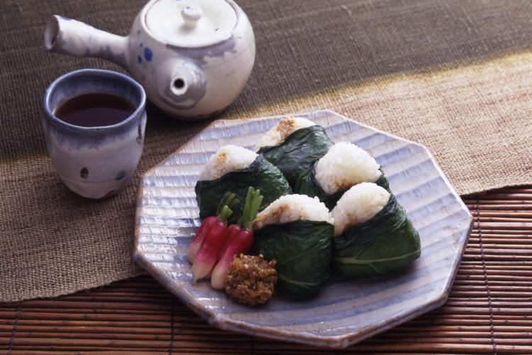 ふきの葉にぎりご飯(愛知)