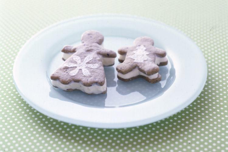 黒ごまクッキーサンドアイス