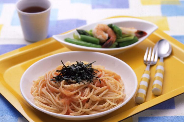 たらこスパゲッティとえびと野菜のサラダ