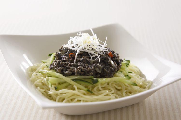 黒ごまジャージャー麺