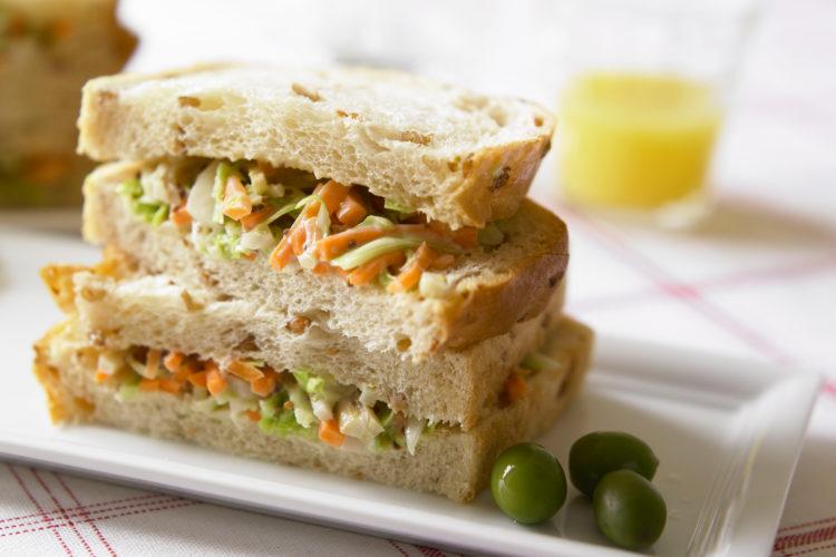 春野菜の雑穀パンサンド