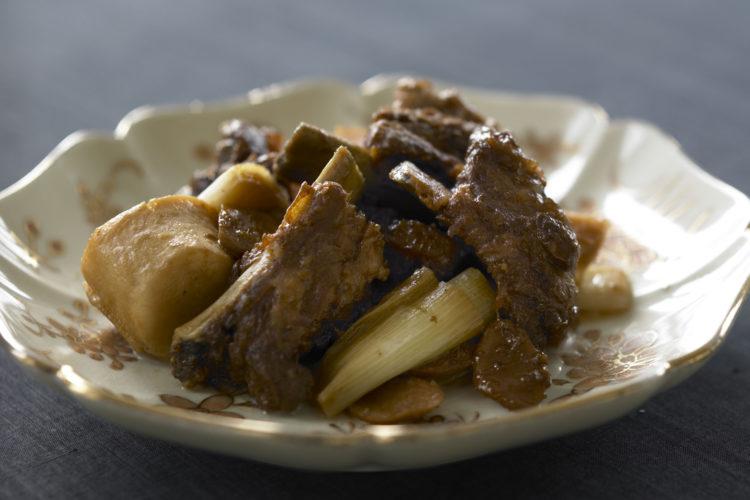 中華風黒酢スペアリブ煮込み