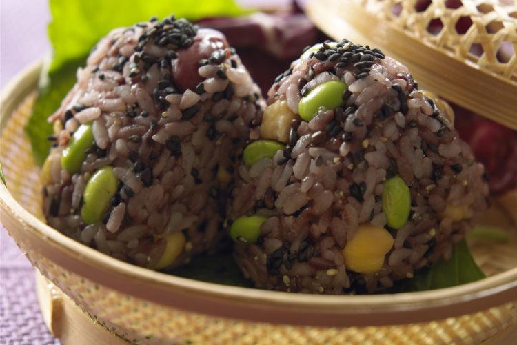 黒米と黒ごまの豆ご飯
