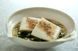 こんがりはんぺんのごま風味わかめスープ