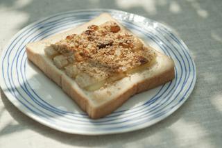 焼ちくわの照りマヨごまトースト