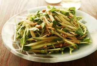 うま辛タレで豆苗ときゅうりの中華サラダ