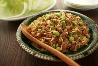 ピリッと辛い中華麺とひき肉のレタス包み