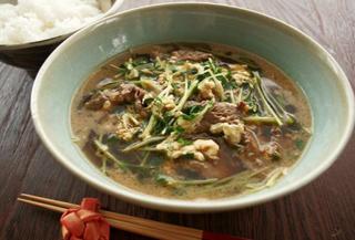 韓国風牛肉と豆苗のピリ辛スープ