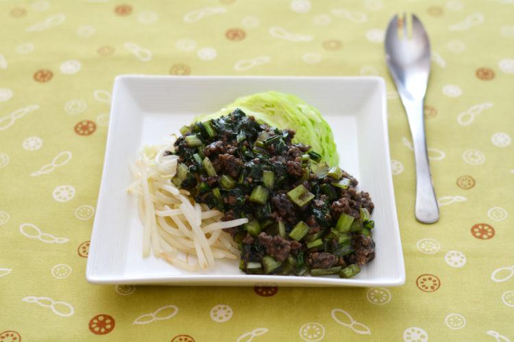 青菜とそぼろの黒炒め