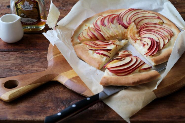 りんごとチーズのスイートピザ