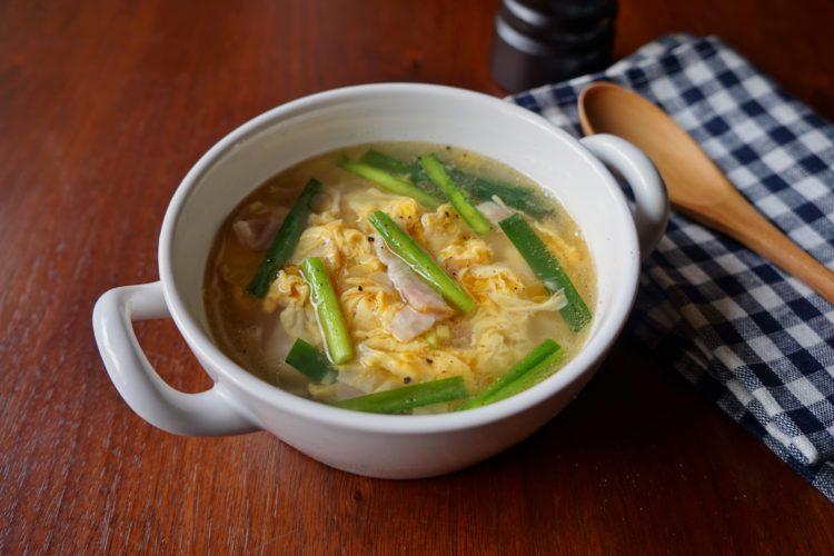 ベーコン入りニラ玉スープ