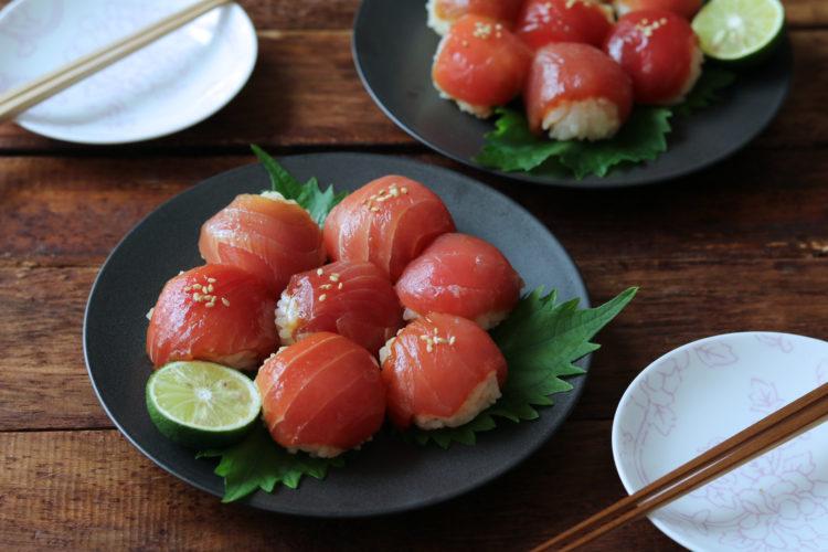 ごま油香る漬けマグロの手毬寿司