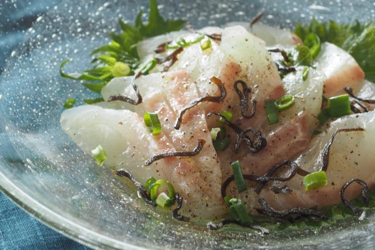 白身魚のごま油塩こんぶじめ