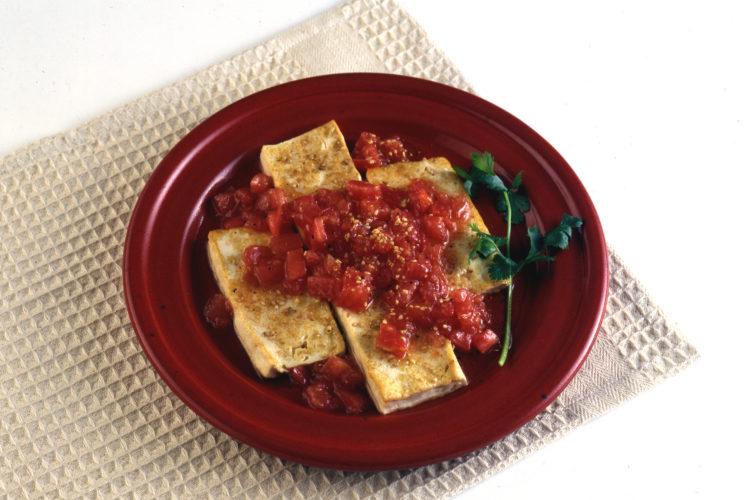 純白ごま油の豆腐ステーキ ごまのトマトソース
