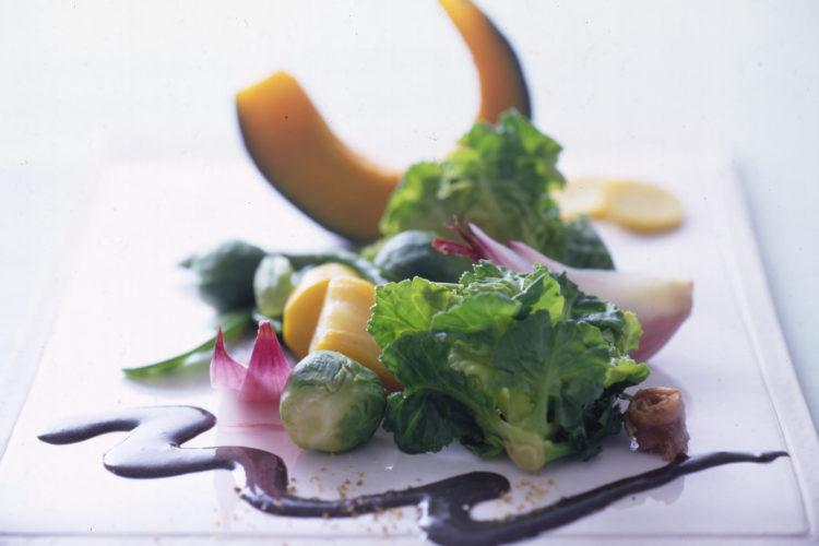 温野菜のアンチョビ黒ごまソース