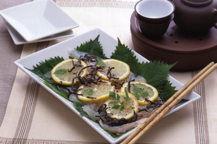白身魚の刺身レモンじめ