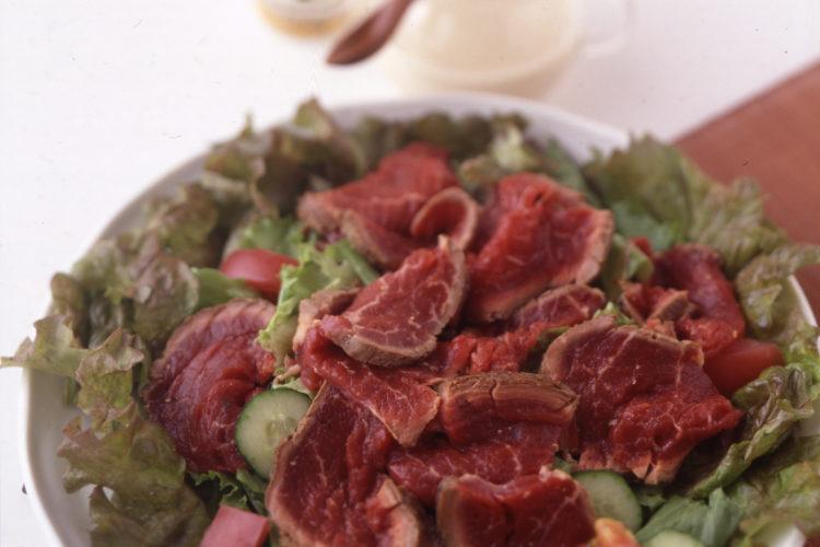 牛たたきのごまポン酢サラダ