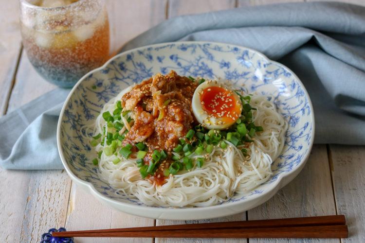 豚バラ肉のピリ辛ごまみそ和え麺