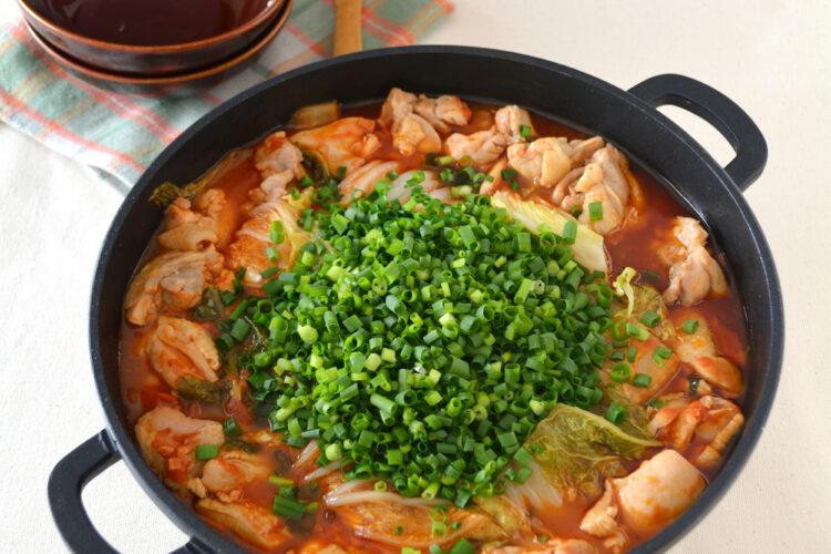 鶏肉と白菜のごまトマト鍋